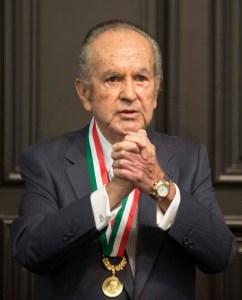 Don Alberto Baillères recibió la Medalla Belisario Dominguez en 2015