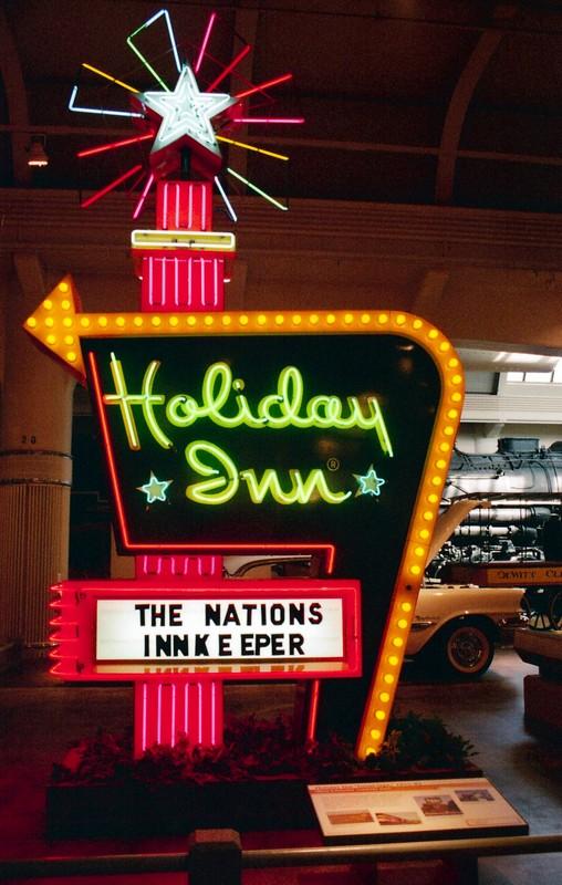 Holiday Inn - Canon EOS500N - Film 200