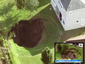 Enorme y creciente sumidero se forma durante la noche en Florida, Hogar evacuado – 3 de mayo de 2012