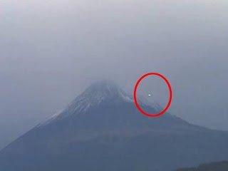 OVNI visto en webcam en directo cerca del Volcán Popocatépetl, México – 16 de julio 2013