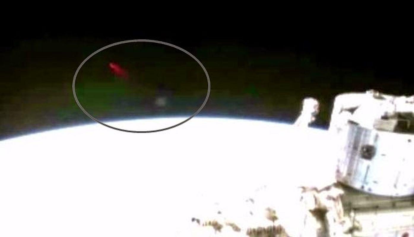 Haz de luz rojo es grabado de nuevo desde la ISS