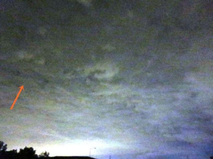 OVNI con forma de Delta en las nubes sobre Morrisville, Pensilvania