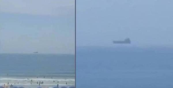 Turista graba embarcación flotante en Cocoa Beach