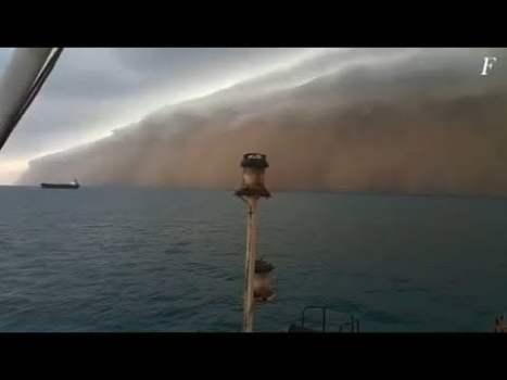 Tormenta de polvo masiva similar a un tsunami en Yemen