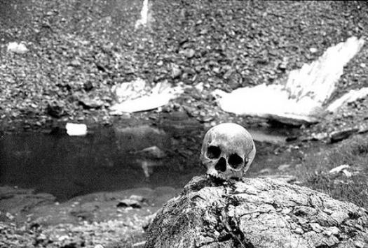 the skeleton lake of roopkund india 10161 large slideshow1 - EL LAGO DE LOS ESQUELETOS DE ROOPKUND, INDIA