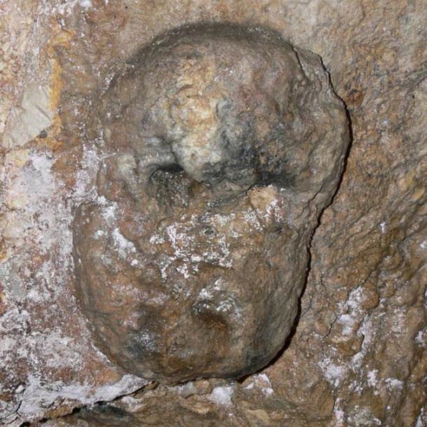 """Detalle de la """"máscara"""" en el Hipogeo celta en Cividale del Friuli"""