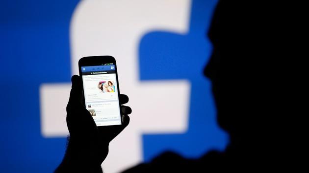 Facebook puede acceder directamente a un móvil y hacer fotos y videos sin permiso
