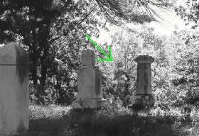 fantasma de paseo por el cementerio - Apariciones y fantasmas captados con cámara ¿realidad o trucaje?