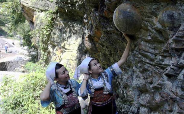 La misteriosa montaña china que produce huevos de roca