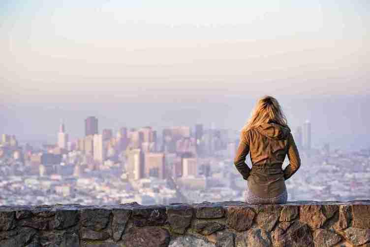 برامج التطوّع والسفر المجّانية إلى دولة معيّنة من حول العالم