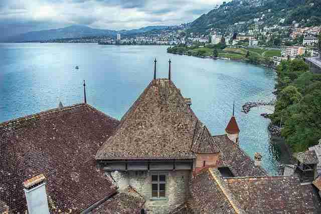 منح معهد الدراسات العليا في جنيف سويسرا