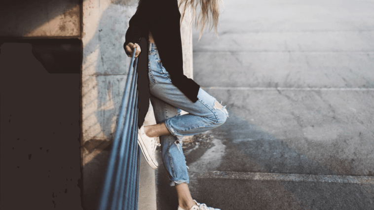 mulher estilosa posando para uma foto tumblr