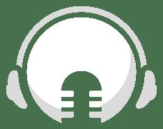 Logo do Mundo Podcast | Cabeça branca com fones de ouvido e um microfone profissional sobre a boca