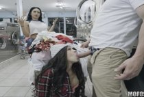Latina Gets Facial In Laundromat - Annika Eve - Mofos