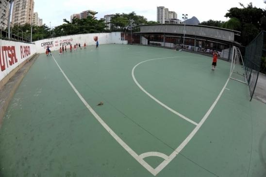 Flamengo inaugura cobertura da Quadra Adílio e promove encontro entre gerações do futsal