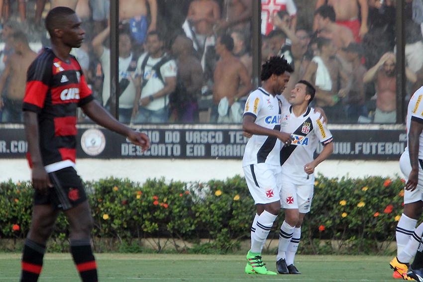 No primeiro desafio do Carioca, Flamengo joga mal e perde