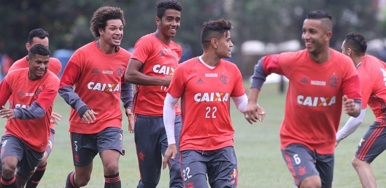Diante do Santa Cruz, em Recife, Flamengo tenta voltar ao G4