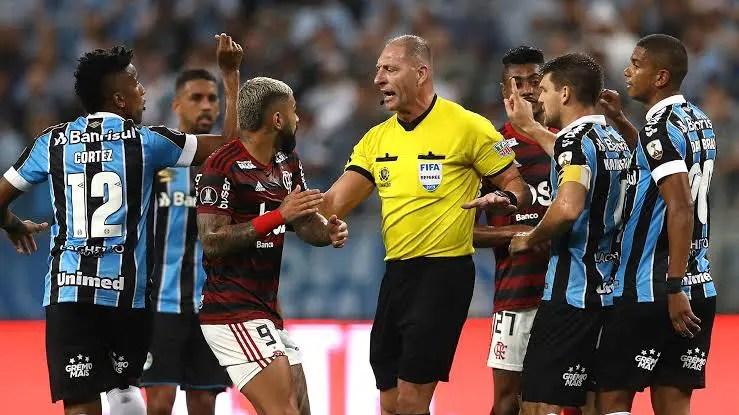 """Argentinos criticam atuação de Pitana no empate entre Grêmio e Flamengo: """"Verguenza"""""""
