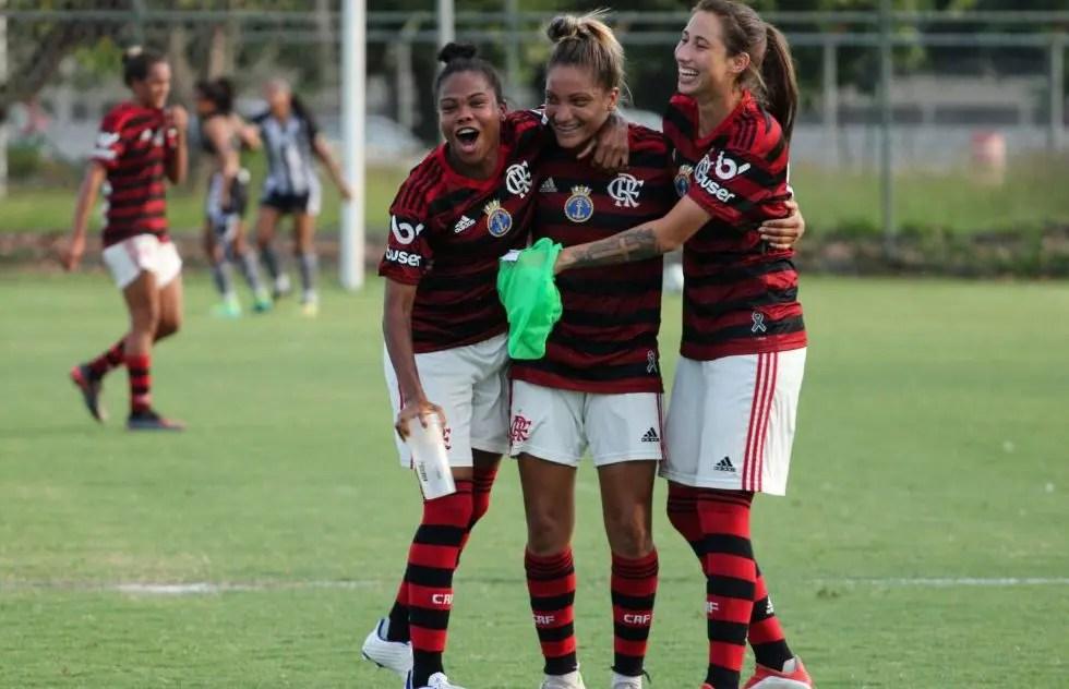 Flamengo/Marinha luta, reverte goleada e garante vaga na final do Carioca Feminino