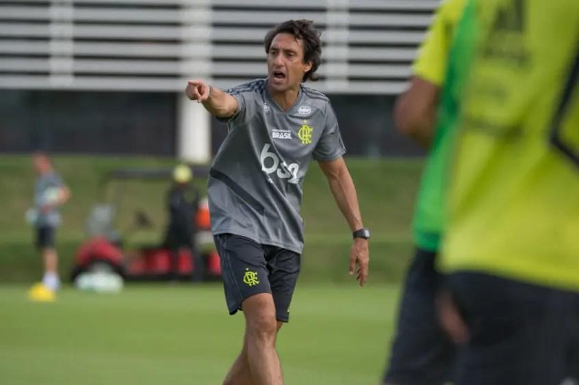 Auxiliar de Jesus, João de Deus fala sobre quebra de paradigmas no Flamengo