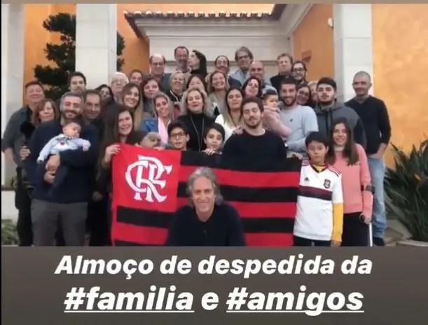 Jesus reúne amigos e familiares e publica vídeo cantando música do Flamengo