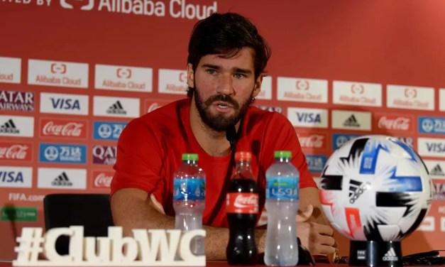 """Alisson fala sobre atuação do Flamengo no Mundial: """"meus companheiros ficaram admirados"""""""
