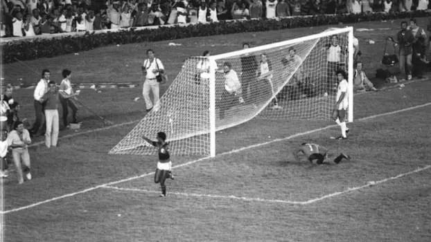 Desafio: Responda quem marcou em finais pelo Flamengo (1961-1999)