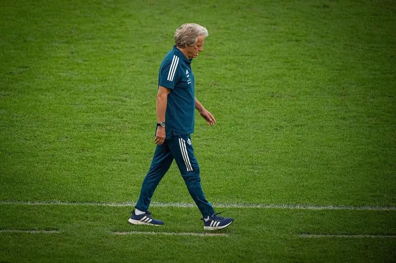 Diretor do Benfica afirma que não existem negociações por Jorge Jesus