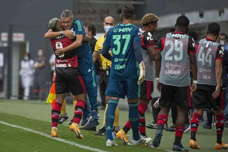 Dome destaca importância da vitória do Flamengo e diz: 'Vamos melhorar'