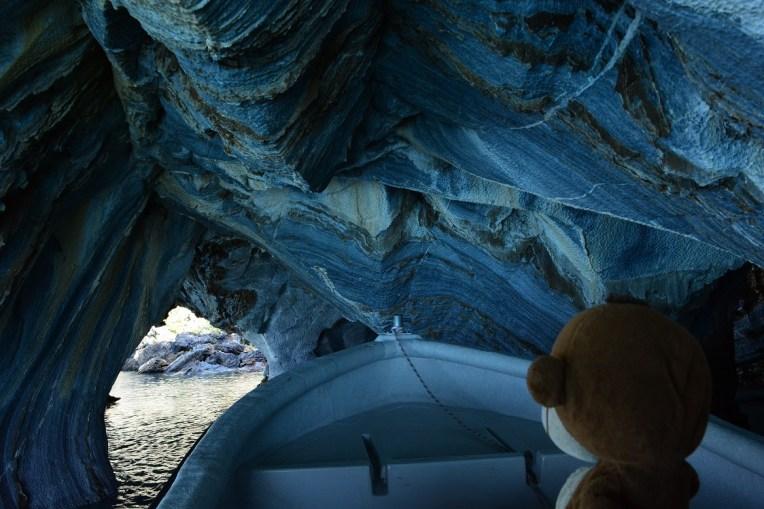 Mucuvinha navegando por dentro dos túneis da Catedral de Mármol
