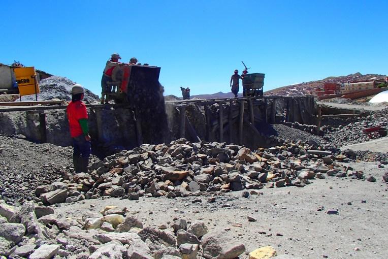 Mineiros trabalhando em Potosí