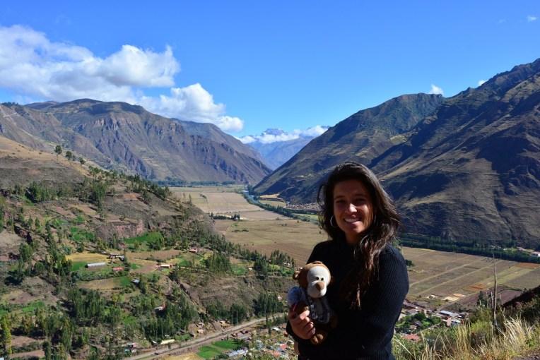 Michele e Mucuvinha no Vale Sagrado dos Incas. No fundo está o rio que os incas consideravam um deus.