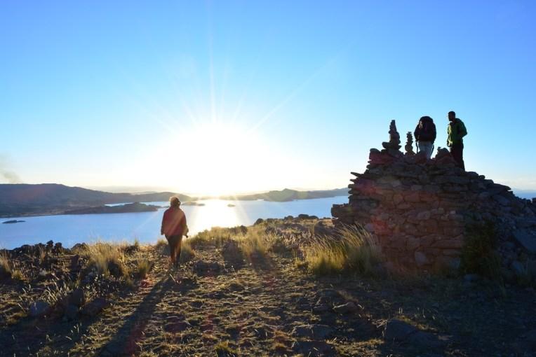Bonito por-do-sol na ilha de Amantani, Titicaca