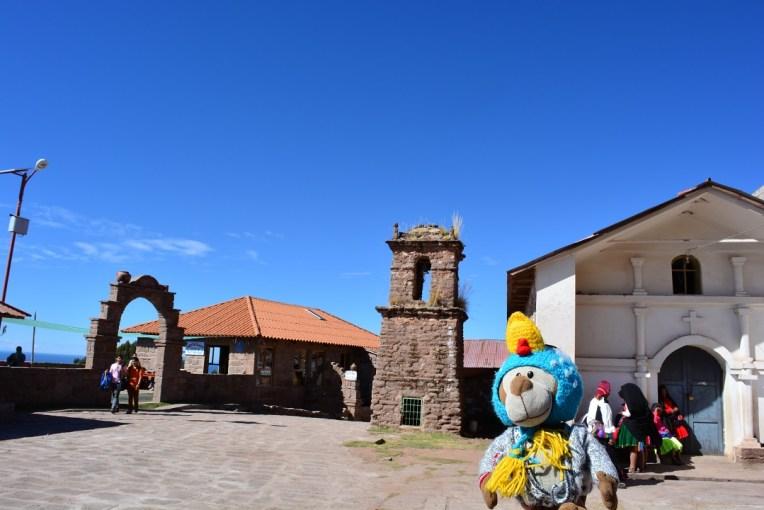 Mucuvinha na praça central da ilha de Taquile