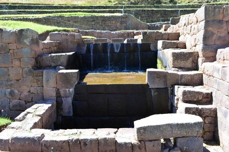 Fonte de Tipón, que distribui água para todo o complexo até hoje