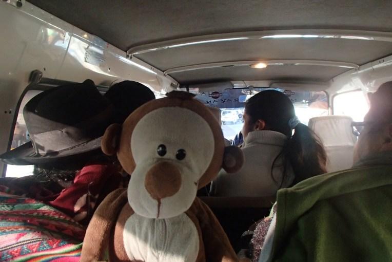 Mucuvinha viajando no transporte público até Tarabuco