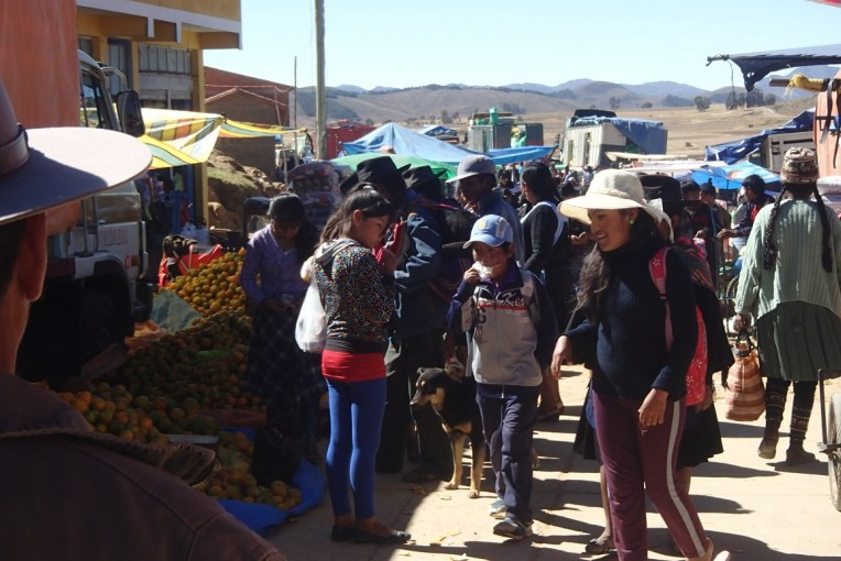 Venda de frutas e verduras em Tarabuco