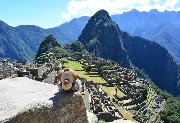 Mucuvinha brincando em Machu Picchu