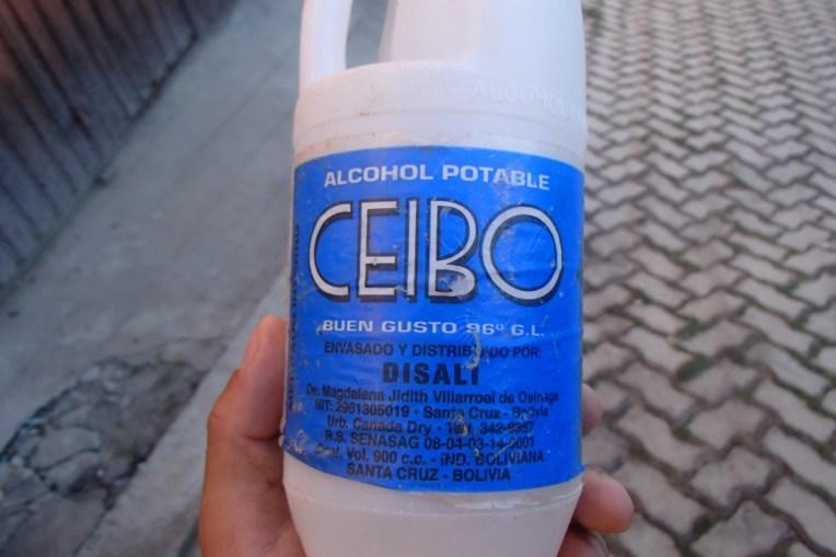 Uma garrafa de Cocoroco, possivelmente a bebida mais forte do mundo