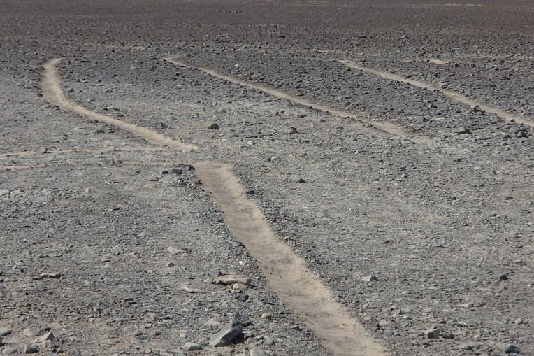Detalhe das linhas de Nasca vistas de perto