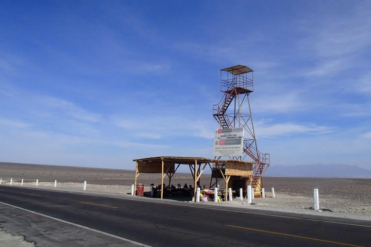 Mirador das linhas de Nasca, ao lado da estrada para Ica
