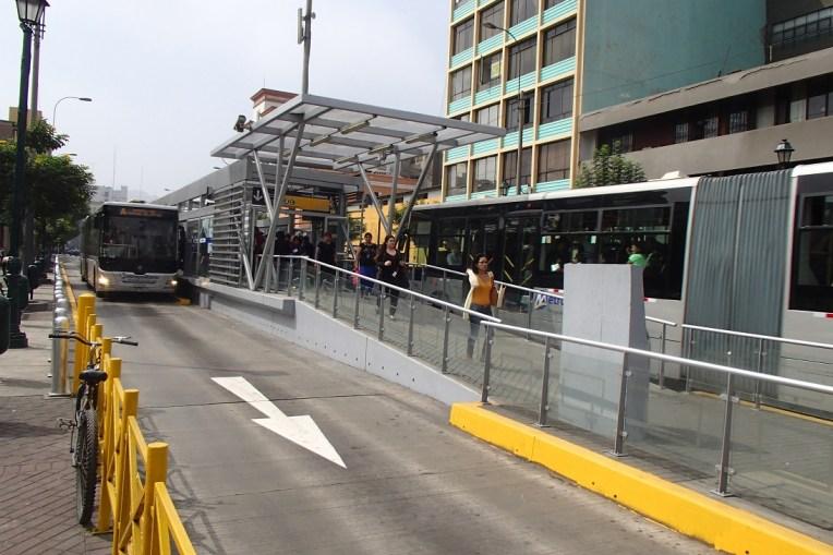 """Assim são os """"metros"""" de Lima"""