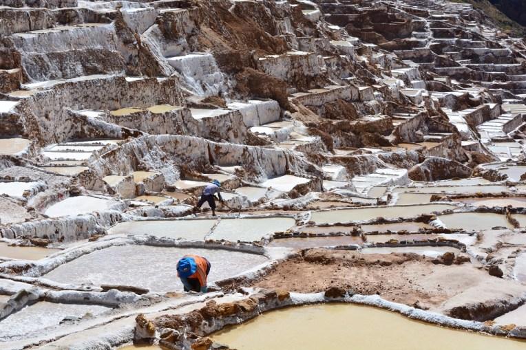 Trabalhadores nas Salineras de Mara