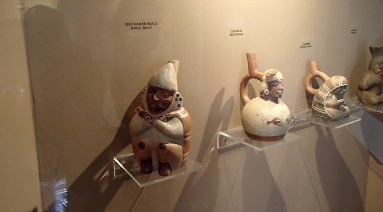 Algumas peças em barro e argila do Museu de Sítio Chan Chan