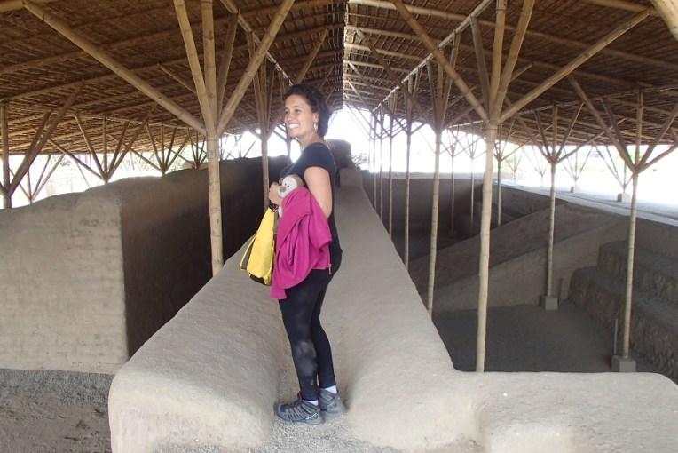 Caminhando pelo Templo Esmeralda, em Chan Chan