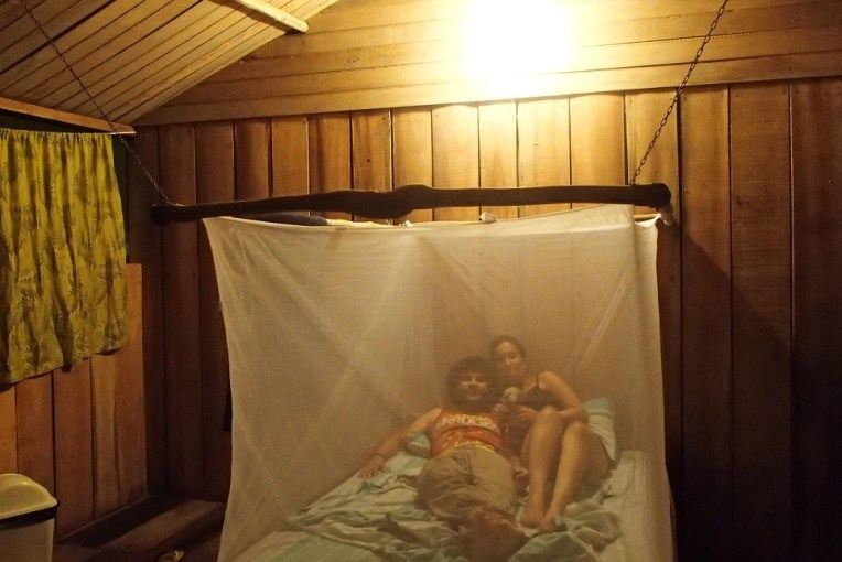 Dormindo em uma mosquiteira na selva!