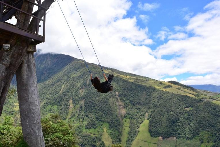 No balanço do fim do mundo, em Baños, Equador