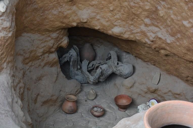 Corpo mumificado no museu Inti Ñan