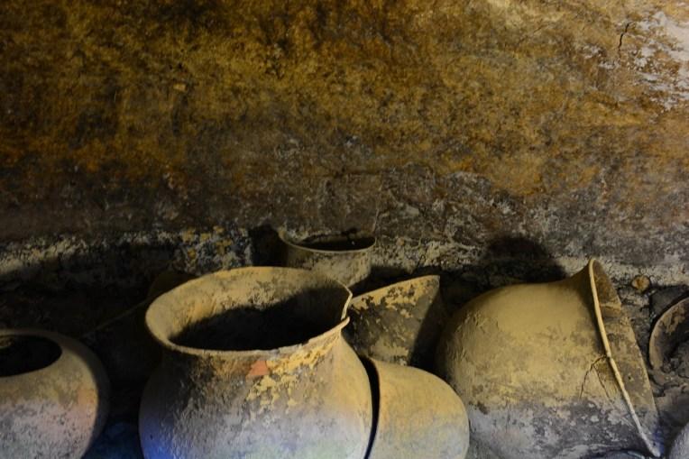 Vasos em uma tumba de Tierradentro