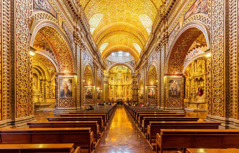 Interior da Igreja La Compañia de Jesus. Créditos da Wikipedia